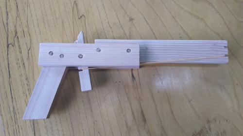 輪ゴム鉄砲 (木工教室)